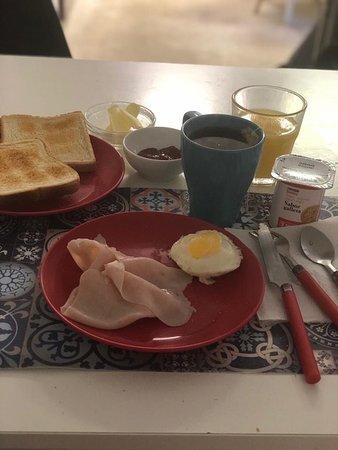 Desayuno preparado por el propietario