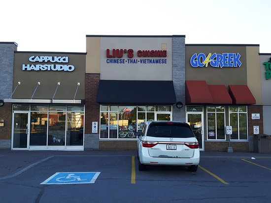 Frontal View of Liu's Cusine with the handicapped parking infront.