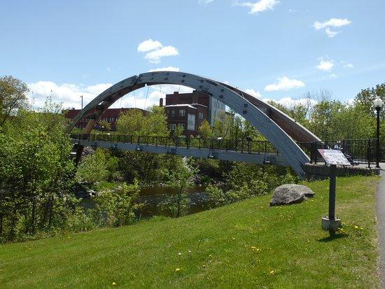 Houlton, ME: Pedestrian bridge