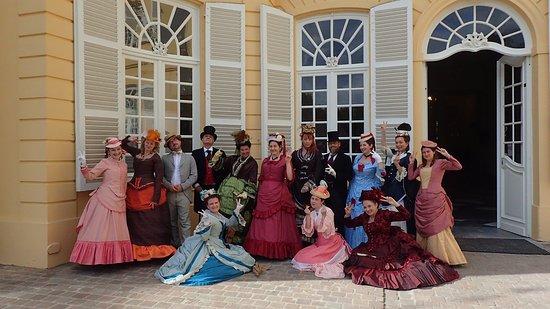 Hingene, Belgia: Groupe costumé durant la fête du château, en juin.