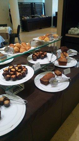 Greenblu Marinagri Hotel & SPA: Splendida colazione al Marina agri, brioches fatte un casa di ogni tipo, frutta fresca e anche uova e pancetta