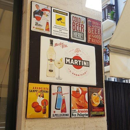 Aperitivi - pranzi - caffetteria - drink - musica - birre - vini - taglieri - panini -