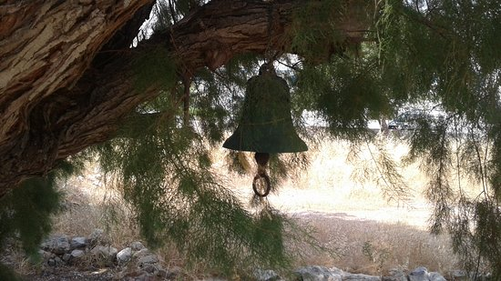 Livadia, Yunanistan: The bell of Agios Georgios hanging in a tree near the Church