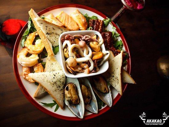 Akakao Live Music Club: Шеф-поваром заведения представлены блюда европейской и средиземноморской кухни.
