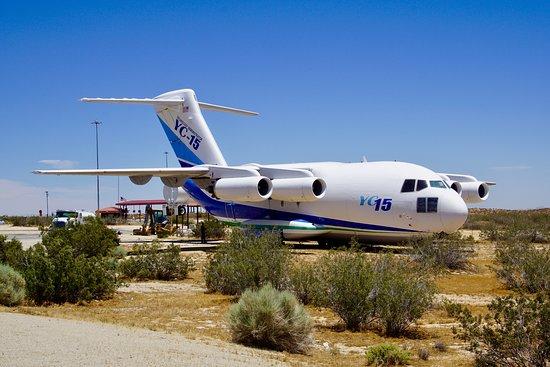 Edwards, แคลิฟอร์เนีย: YC-15 prototype