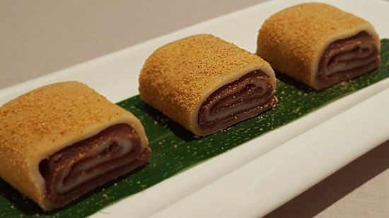 Paradise Dynasty At Wisma Atria: Sweet pinwheels filled with azuki bean paste and coated with peanut dust