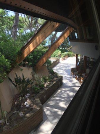 Zimmer mit Blick in den Garten. Und ein bisschen Meer geht auch...