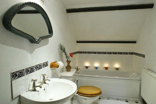 Farthingwood Barn Ensuite bathroom