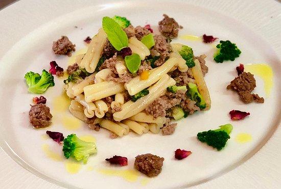 Casarecce con ragù bianco, salvia e broccoli siciliani