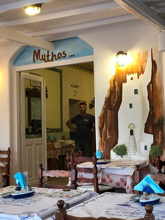Restaurant-Cafe Mythos: Terras onder het afdak.