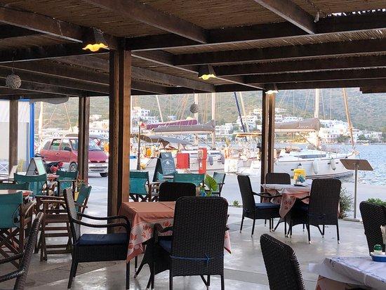 Restaurant-Cafe Mythos: Geschikt voor ontbijt, lunch en diner