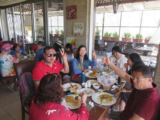 Zamurd Cafe & Restaurant: Lovely groups