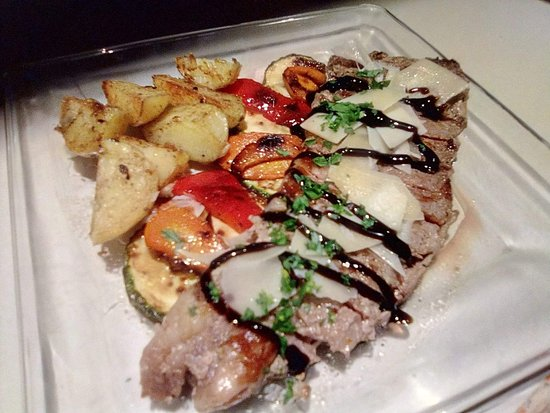 Il Bocconcino: Grilled New York Steak with vegetables  and roasted potatoes