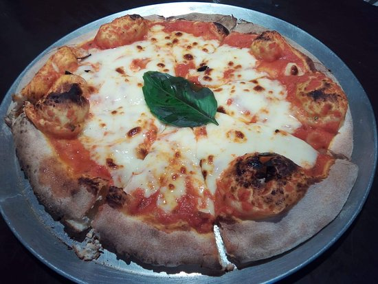 Il Bocconcino: Wood fired Pizza Margherita