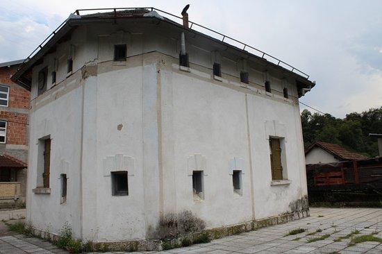 Jablanica, Bosnia-Hercegovina: Zgrada Bunkera