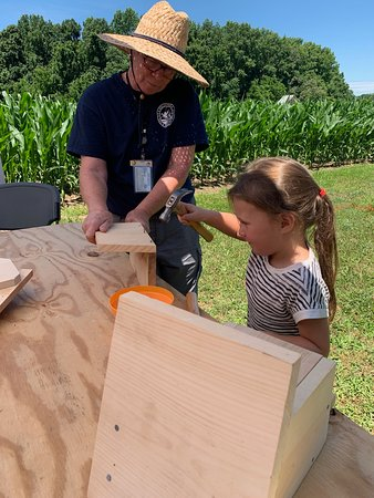 Warsaw, VA: Volunteers from the Rappahannock Wildlife Refuge Friends brought over 30 bluebird nesting box kits that visitors assembled and took home.