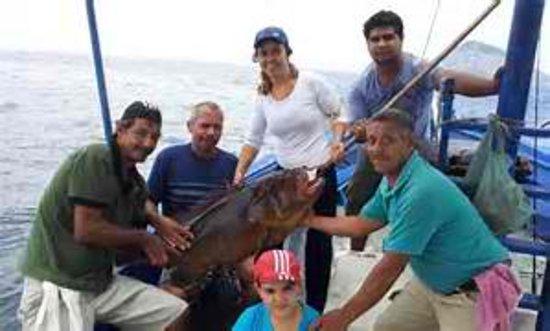 Pesca, โคลอมเบีย: Embarcação super confortável , para confraternizações , turismo , festas , mergulho , capacidade para ate 70 pessoas