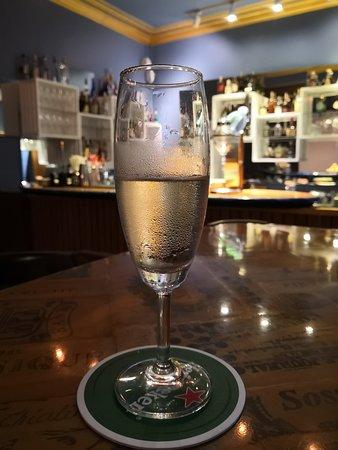 A glass of Champaigne