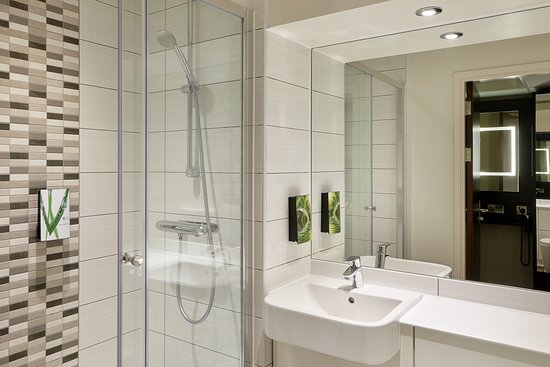 Premier Inn Newcastle City Centre (Millennium Bridge) Hotel: Premier Inn bathroom