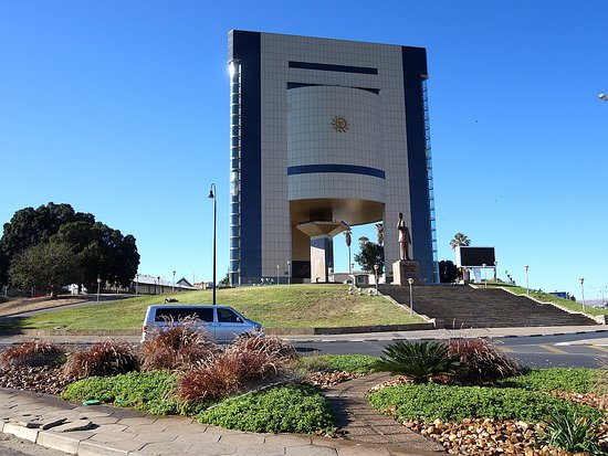 National Museum of Namibia: Outside the museum with statue of Namibia's first president.