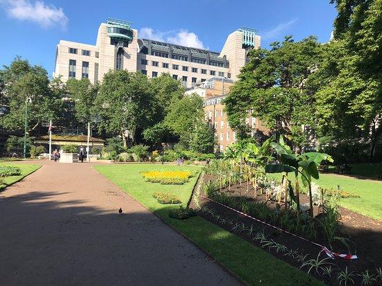 Victoria Embankment Gardens