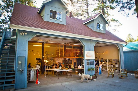 Idyllwild, Kalifornie: Mountain Pottery studio and Gallery Shop...coming summer of 2019...The Loft at Mountain Pottery AirBnB...book your experience soon.