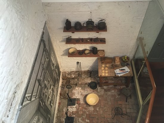 Captain Cook Memorial Museum Whitby: Reconstructed kitchen as it would have been in Cook's time
