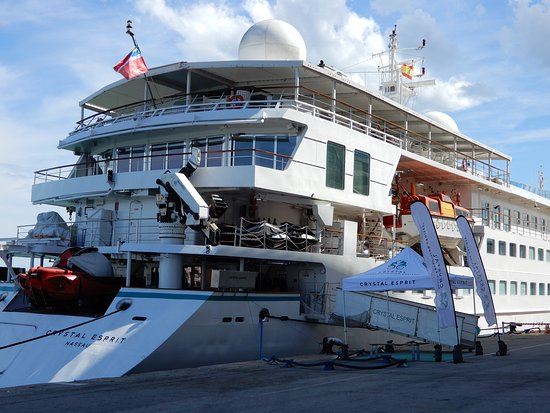 Crystal Esprit: Ship exterior