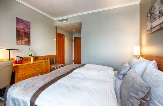 Leonardo Hotel Aachen: Guest room