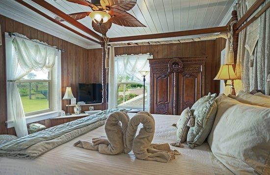 Beachfront Bed & Breakfast: Guest room