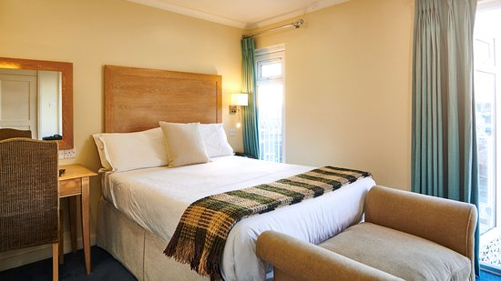 The County Hotel: Guest room