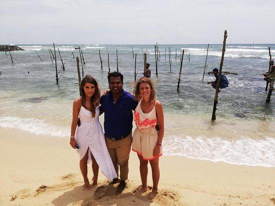 Шри-Ланка: The beach and fishermen.