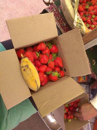 India: fresh fruit