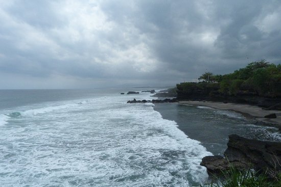 Tratto di costa nei pressi del tempio di Tanah Lot