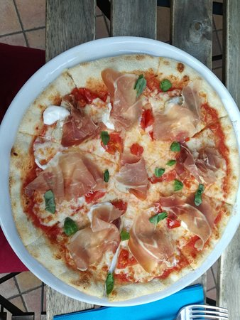 Risultati immagini per Uscita a mangiare la pizza a capo di lago