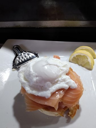 poach egg salmon on toasted muffin