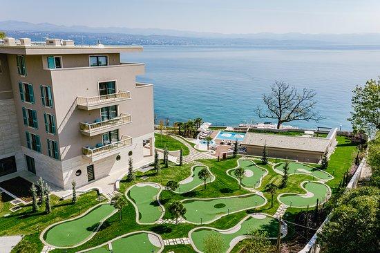 Ikador Luxury Boutique Hotel & Spa: Ikador's smart mini golf court and Kvarner Bay view