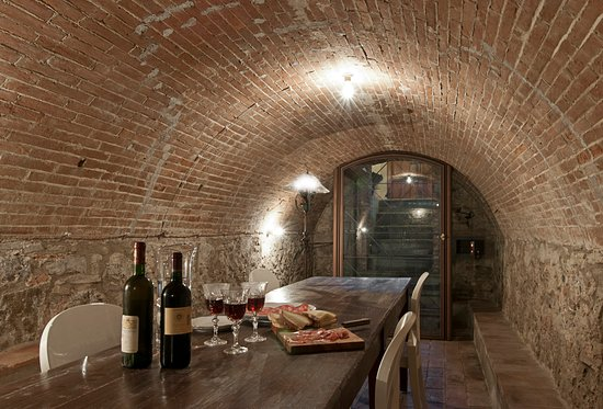 Province of Pisa, Italia: cantina, winery, underground, for all of your dinners or romantic lunch/dinners or wine test, or business meetings. Chef included.