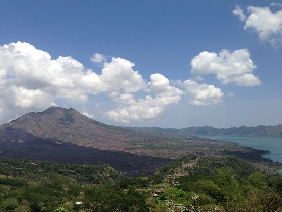Lake Batur (Danau Batur): キンタマーニ山とバトゥール湖。