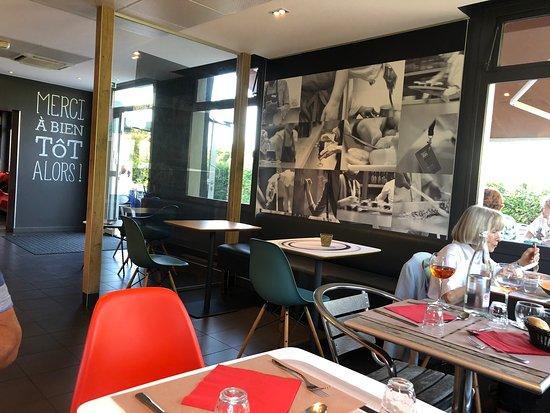 Sausheim, Frankrike: Moderne diner- en ontbijtruimte