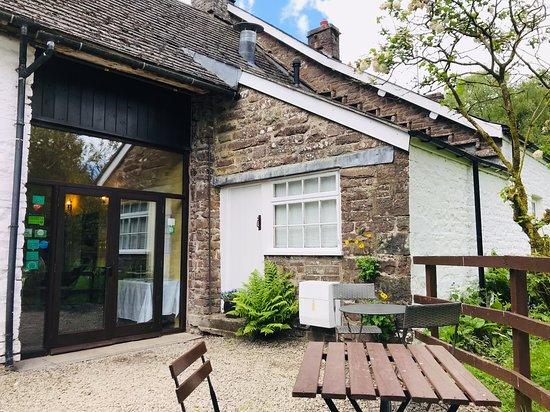 The Old Barn Tea Room: Outside seating
