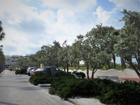 Upham Beach: Parking