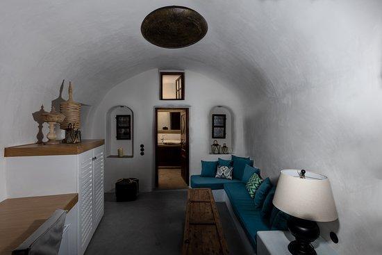 Milos Suite at Ducato Di Oia