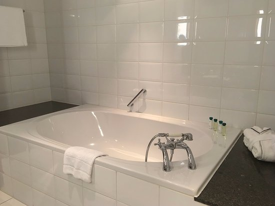 Suite 231 - huge bath tub
