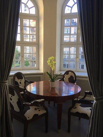 "Hotel Taschenbergpalais Kempinski: Suite 231 - bow window & ""cow corner"""