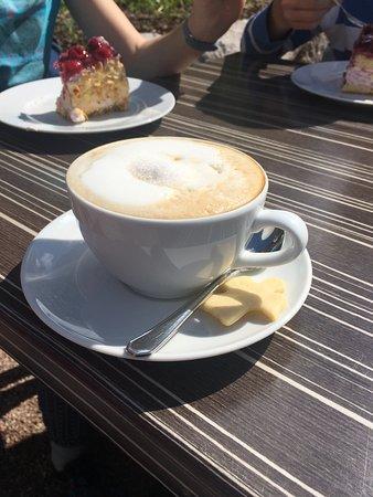 Brigach, Германия: Das sind die leckeren Torten, von denen ich in meiner Bewertung schrieb. Einfach himmlisch. Der Kaffee übrigens auch!