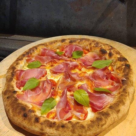 Crudo pomodorini basilico e mozzarella