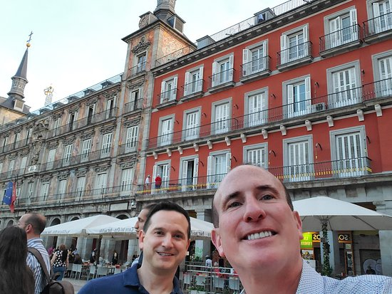 Authentic Spanish Wine Tasting and Tapas Tour in Madrid: Another stop on the tour
