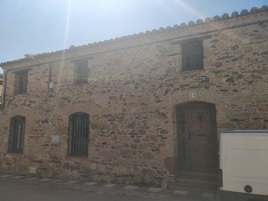 Mohedas de la Jara, Spania: Vista lateral da igreja