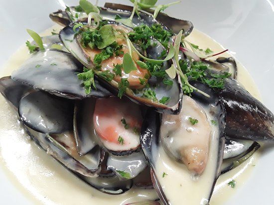 Mussels in a white wine and fresh thyme and garlic sauce